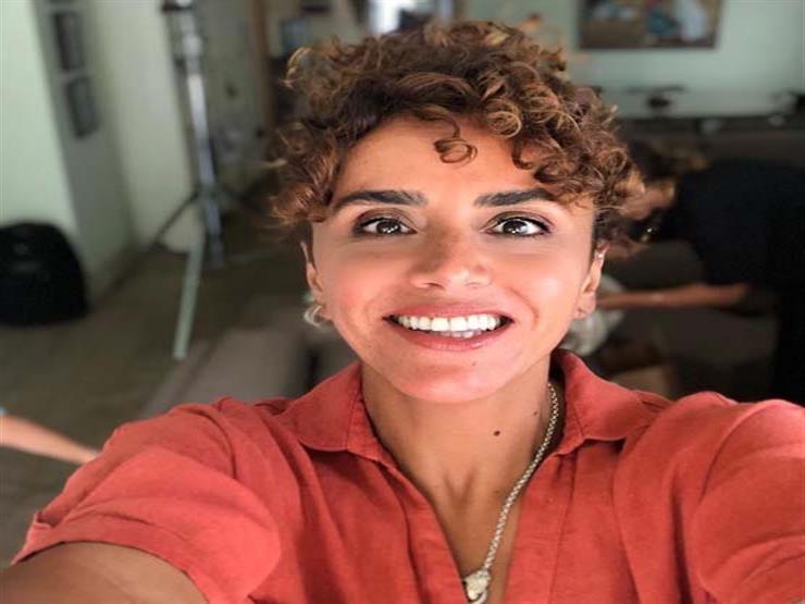 """علا رشدي تمازج الجمهور من الجونة: """"شعري محتاج مسايسة ودلع"""""""