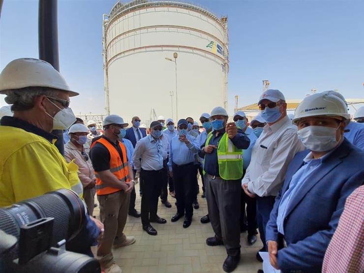 وزير البترول يتفقد مشروع تداول وتخزين المنتجات البترولية بميناء السخنة