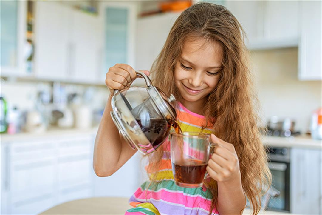 للأمهات.. 8 أضرار يسببها الشاي لصحة طفلِك