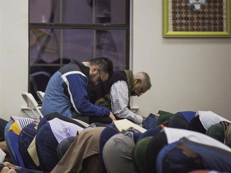 يقدر على القيام ويصلي جالسًا.. البحوث الإسلامية يوضح حكم صلاة النافلة في هذه الحالة