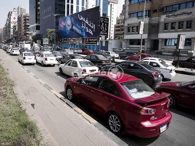 نشرة المرور الصباحية.. كثافات متوسطة بمحاور وميادين القاهرة والجيزة