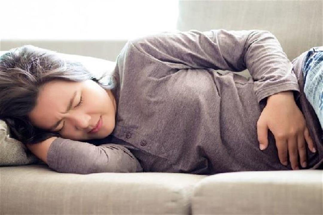 6 أسباب لغازات البطن لدى النساء.. أغربها تناول السلطات