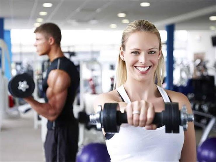 أزياء رياضية تعزز أناقتك في صالة الألعاب الرياضية وخارجها