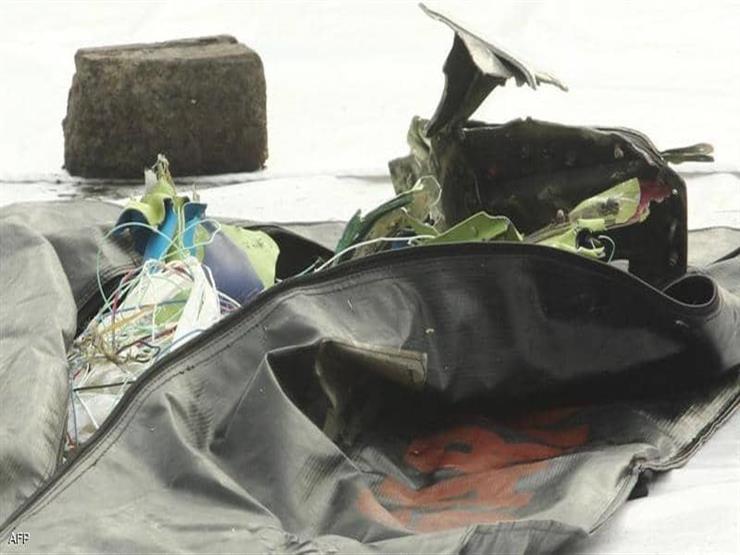 دفن أول ضحية يتم التعرف عليها بعد تحطم الطائرة الإندونيسية