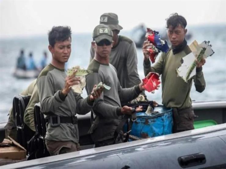 سباق مع الزمن للعثور على بقايا الطائرة المفقودة قبالة اندونيسيا