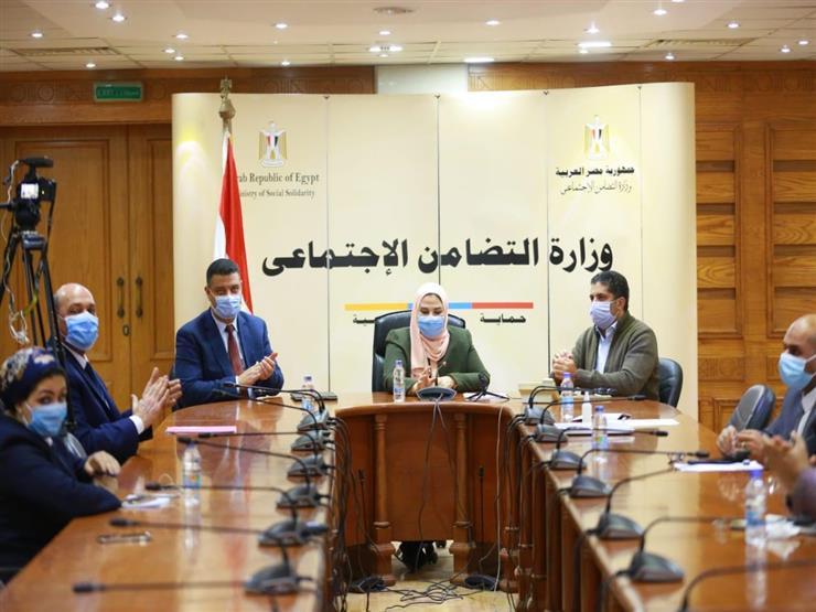"""اتفاقية بين """"التضامن"""" و""""المصرية للاتصالات"""" لتوفير 3.5 مليون شريحة محمول لمستحقي تكافل وكرامة"""