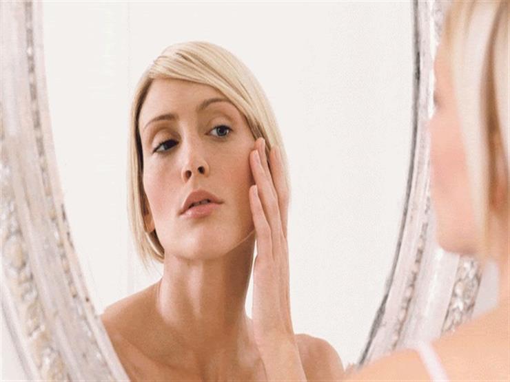 بينها حكة الأذن.. 8 أشياء يخبرك بها وجهك عن صحتك
