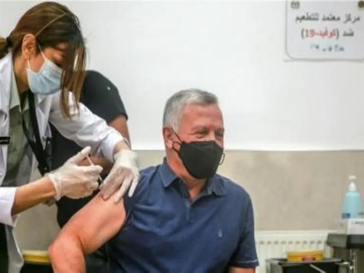 العاهل الأردني وولي عهده تلقيا اللقاح ضد فيروس كورونا