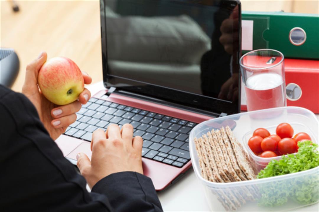 لمتبعي الدايت.. 8 وجبات خفيفة يمكنك تناولها أثناء العمل