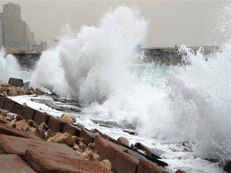 ارتفاع الموج لـ 4.5 متر.. الإسكندرية ترفع حالة الطوارئ بسبب الإنذار البحري