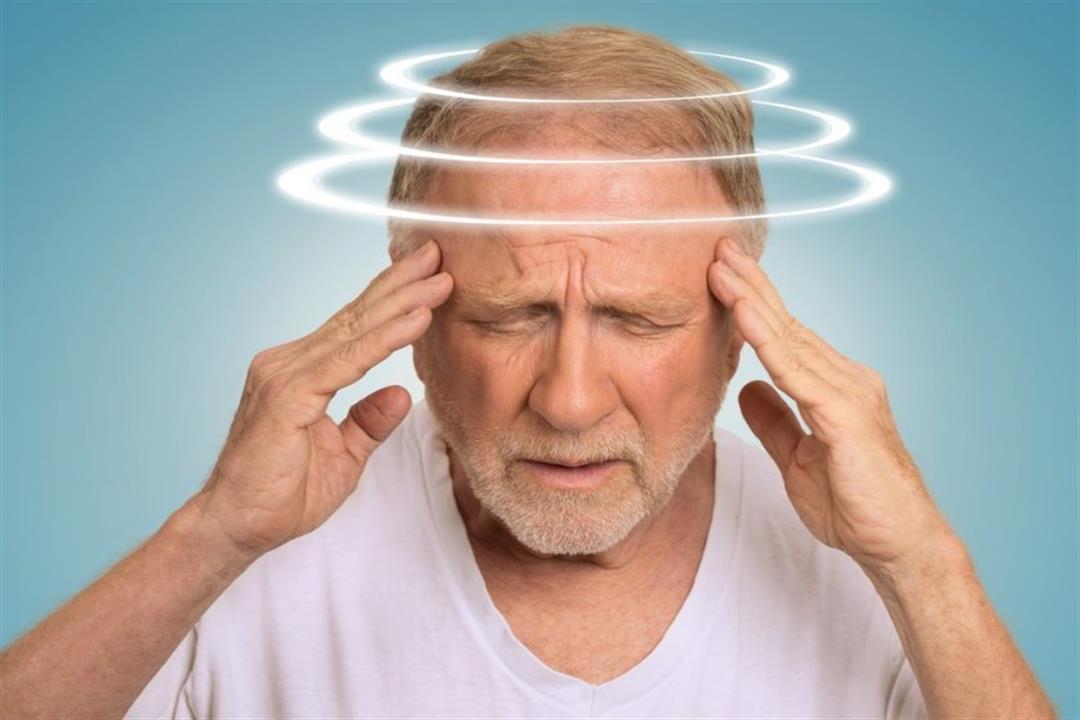 هل يعني الشعور بالدوار الإصابة بكورونا؟.. إليك التفسير الطبي