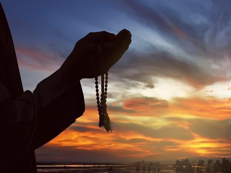 صورة دعاء في جوف الليل: اللهم جنبنا الأذى والحزن وسوء الخاتمة