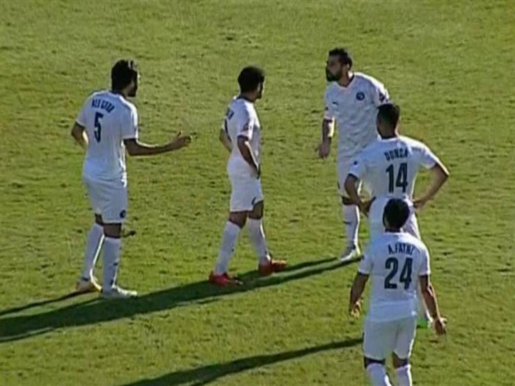 مشادة بين عبدالله السعيد وعلي جبر في مباراة سموحة