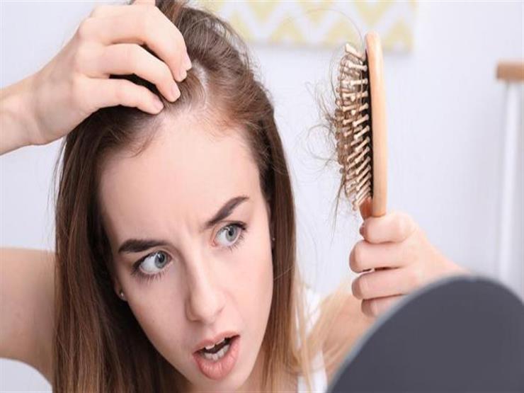 هل تساقط الشعر لدى مرضى كورونا يشكل خطراً؟