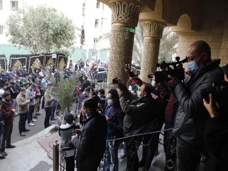 شاهد| صلاة الجنازة على الدكتورة عبلة الكحلاوي بمسجد الباقيات الصالحات