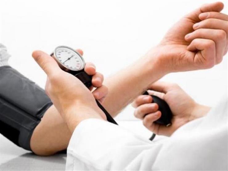 لمن يعاني ضغط الدم.. 7 أطعمة تجنبها فورا