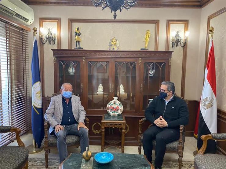 وزير السياحة والآثار يستقبل نجيب ساويرس لمناقشة مستجدات تطوير منطقة الأهرامات