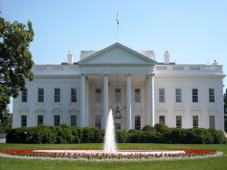البيت الأبيض: بايدن قرر إبقاء القيود المفروضة على السفر من المملكة المتحدة والبرازيل