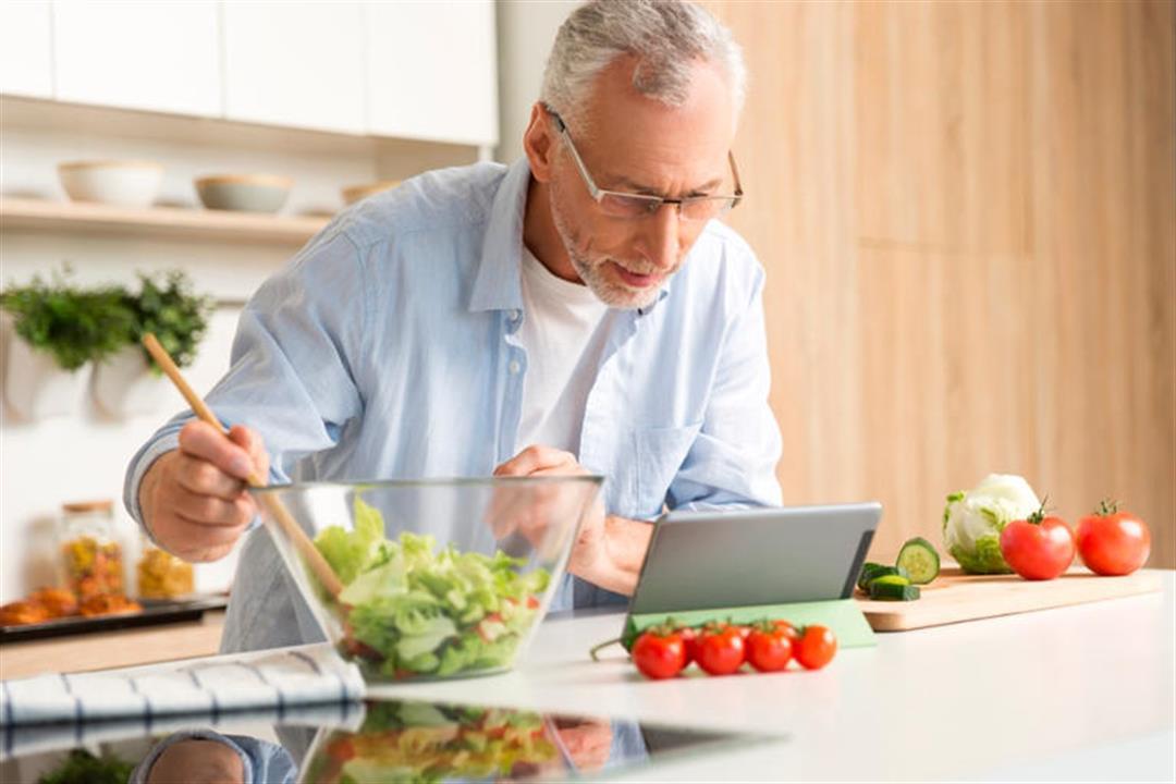 في ظل انتشار كورونا.. 8 نصائح لتحسين عاداتك الغذائية في عام 2021