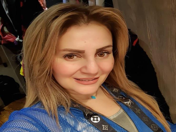 """بصورة نادرة.. رانيا محمود ياسين ترثي والدها: """"وحشتني ضحتك"""""""