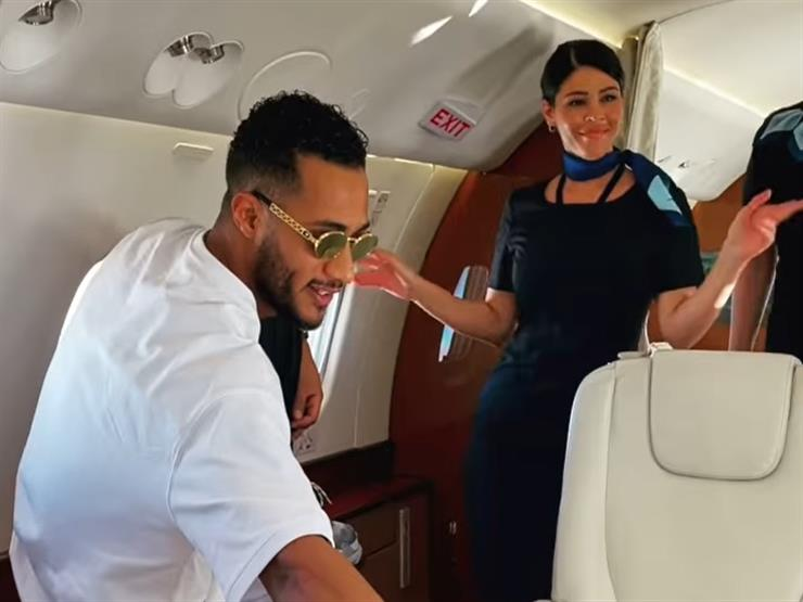 """مصادر بـ""""الطيران المدني"""" تكشف تفاصيل فيديو رقص محمد رمضان مع مضيفتَين على متن طائرة"""