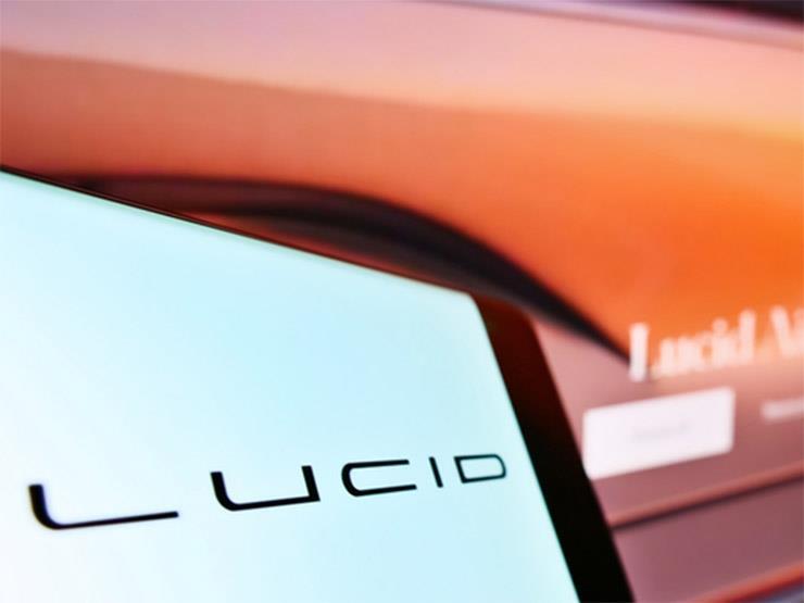 شركة أمريكية تكشف عن أول سيارة كهربائية مزودة بوحدات الاستشعار عن بعد بأشعة الليزر