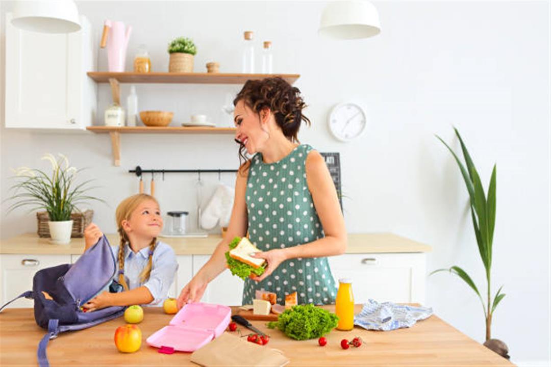 كيف تعدّين وجبة مدرسية صحية لطفلِك؟