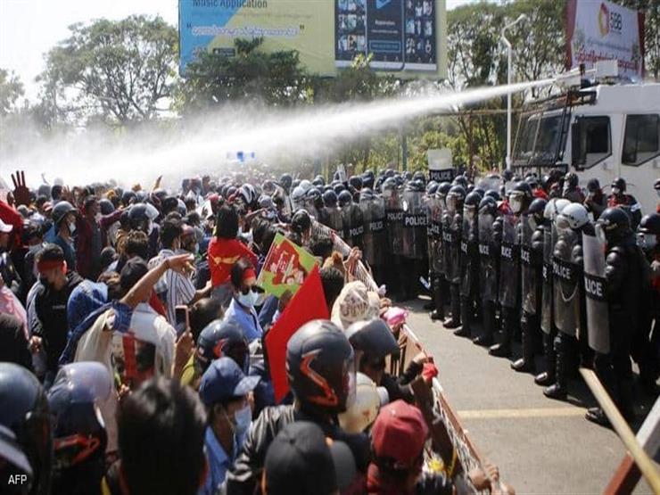 انقلاب ميانمار: الجيش يستخدم القبضة الحديدة لقمع الاحتجاجات في يوم دام جديد