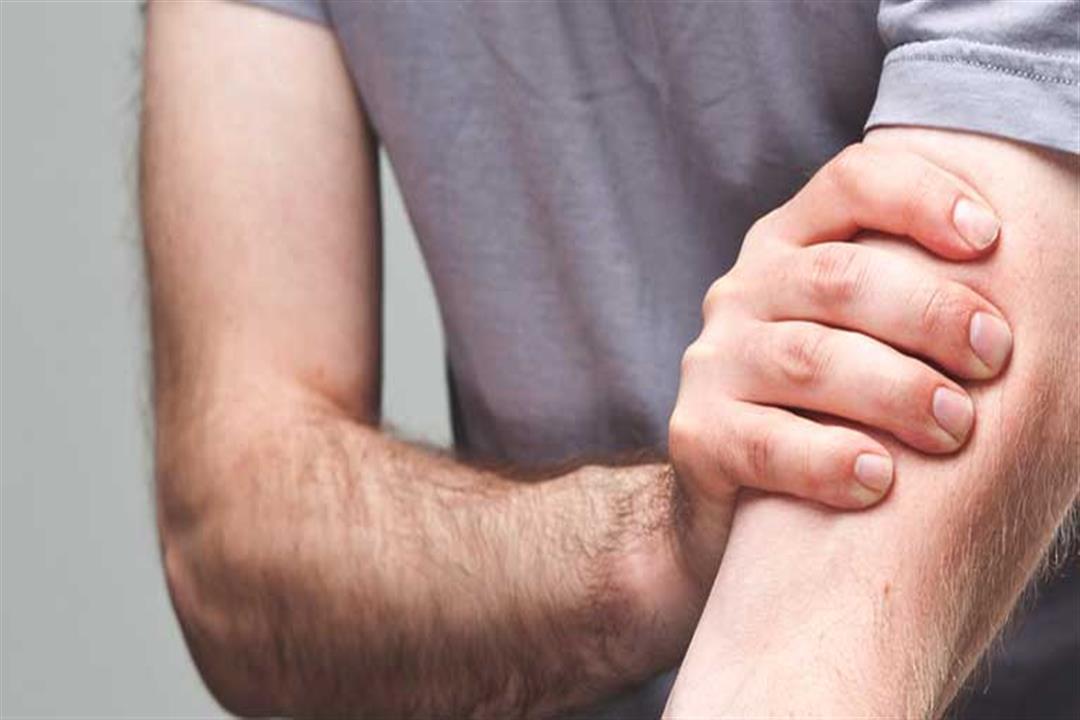هل تعاني من آلام الذراعين؟.. السبب قد يكون في رقبتك
