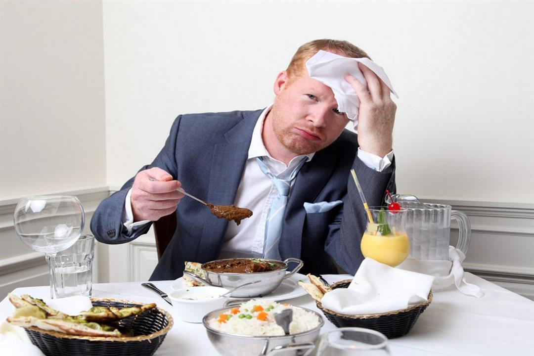 5 أسباب وراء التعرق بعد تناول الطعام.. هل تستدعي القلق؟