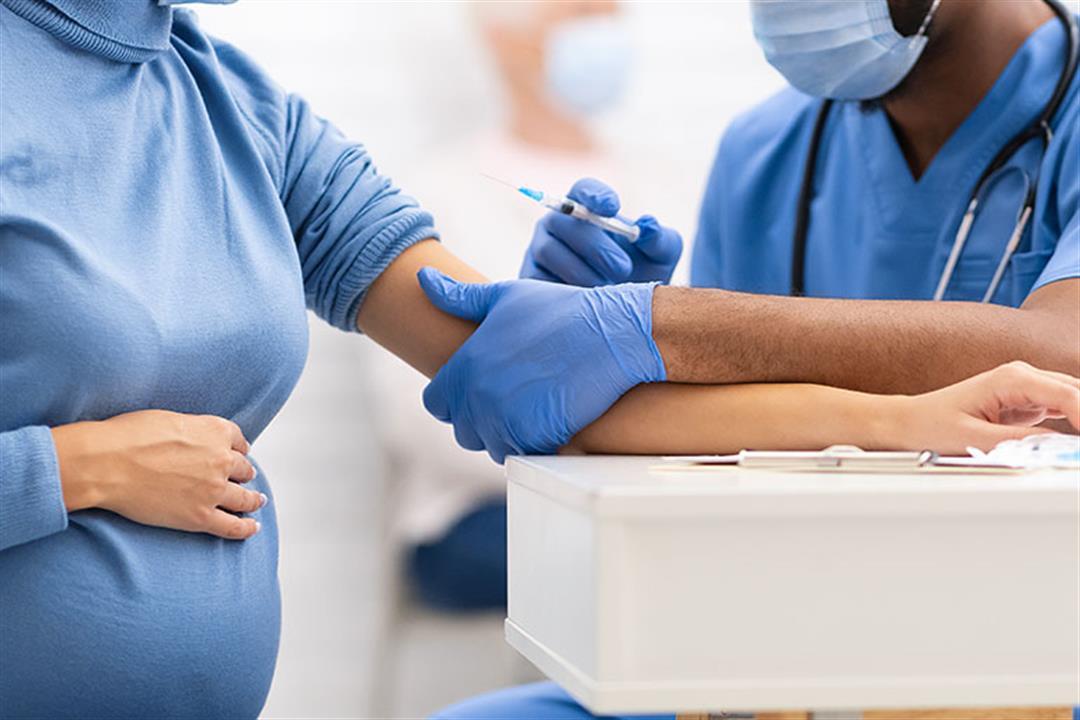 أطباء يؤكدون: لا يوجد دليل يثبت خطورة لقاح كورونا على الحوامل