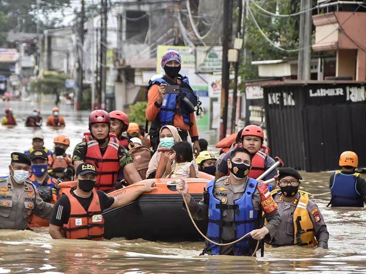 الفيضانات تشل العاصمة الإندونيسية