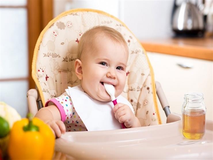 هذا ما يحدث لطفلك عند تناول العسل قبل عمر السنة