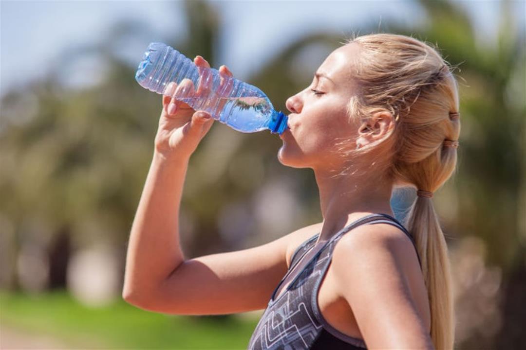 للاستفادة منه.. 5 عادات خاطئة عليك تجنبها عند شرب الماء