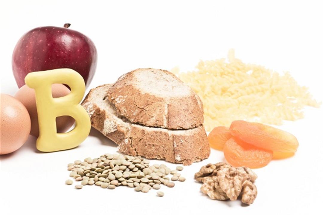أعراض نقص فيتامين B12 متعددة.. كيف تظهر على اللسان؟