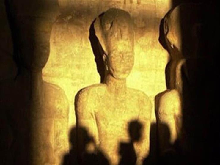 لحظة تعامد الشمس على وجه رمسيس الثاني بمعبد أبو سمبل- فيديو