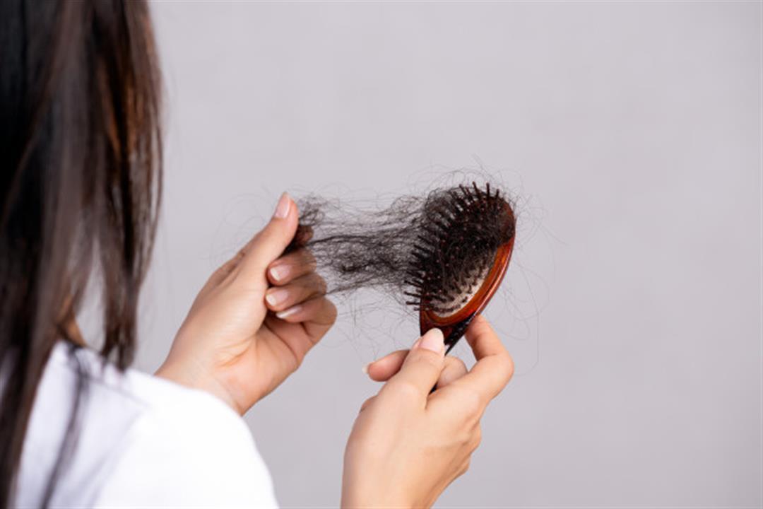 بعد الإصابة بكورونا.. كيف يمكن وقف تساقط الشعر؟