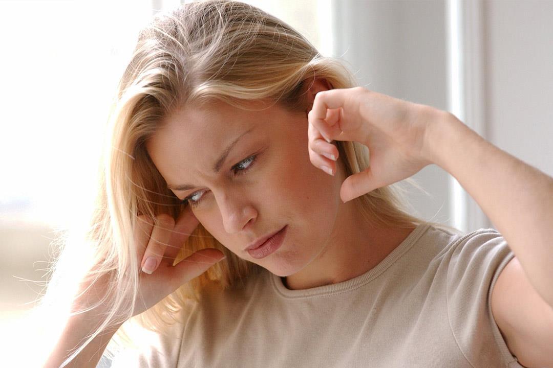 منها عيدان تنظيف الأذن.. 6 عادات نرتكبها تسبب الكثير من المتاعب