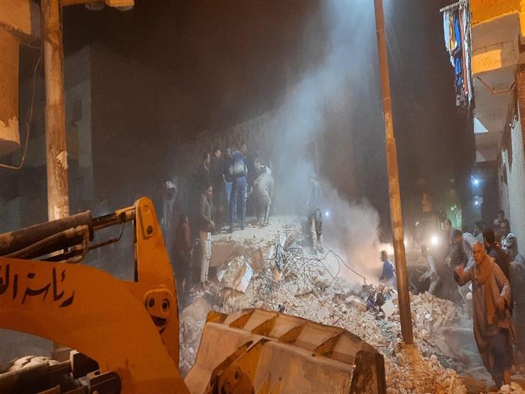 فيديو.. لحظة إنقاذ 4 أطفال من تحت أنقاض منزل أسيوط المنهار