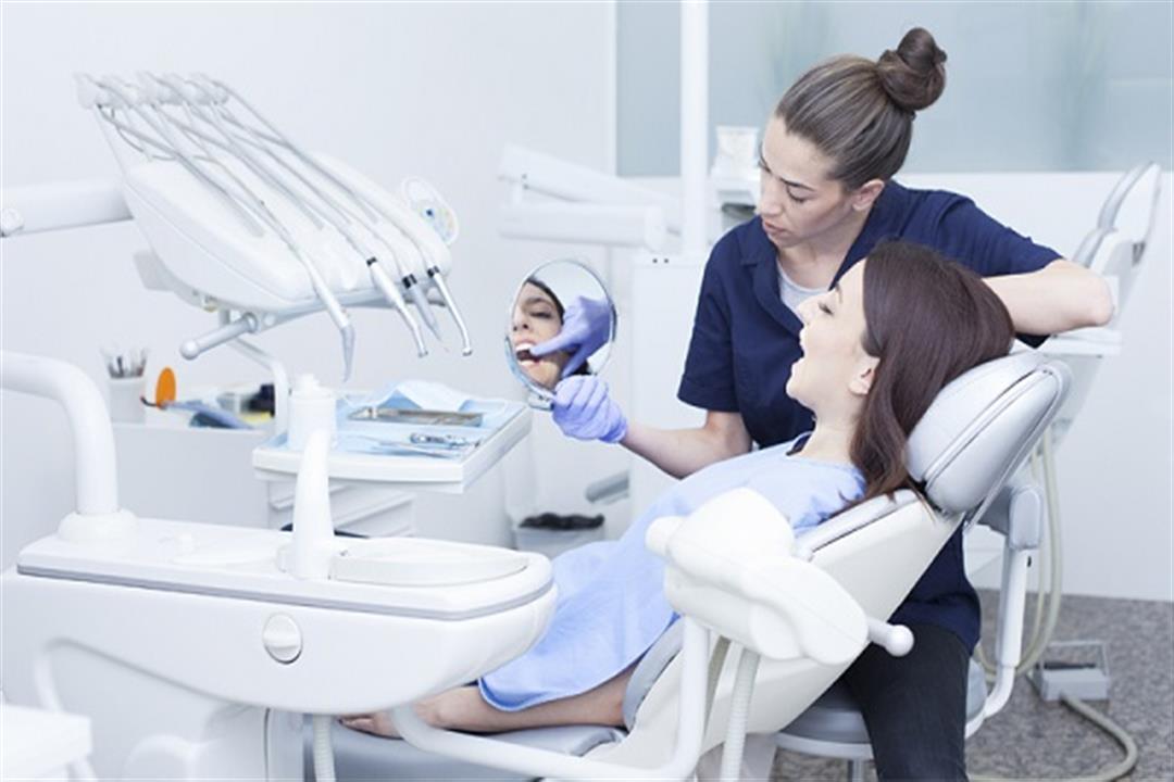 تستدعي زيارة الطبيب.. 3 مشكلات قد يلحقها حشو الأسنان بصحتك