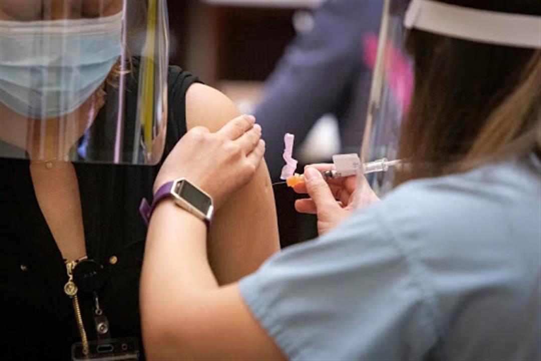 خبراء يوضحون التفسير العلمي للإصابة بكورونا رغم تلقي اللقاح