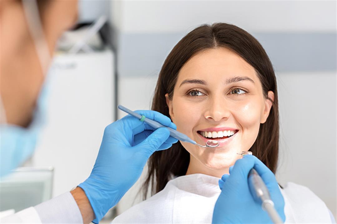 استخدامات متعددة لليزر في عيادة الأسنان.. تعرف على مميزاته وعيوبه