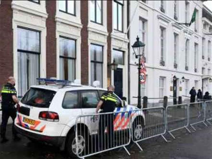 إصابة رجلي شرطة خلال حظر تجوال في هولندا