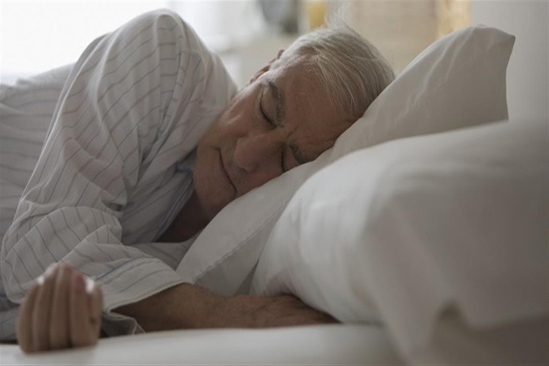 ما أسباب صعوبة النوم عند كبار السن؟.. إليك الحل