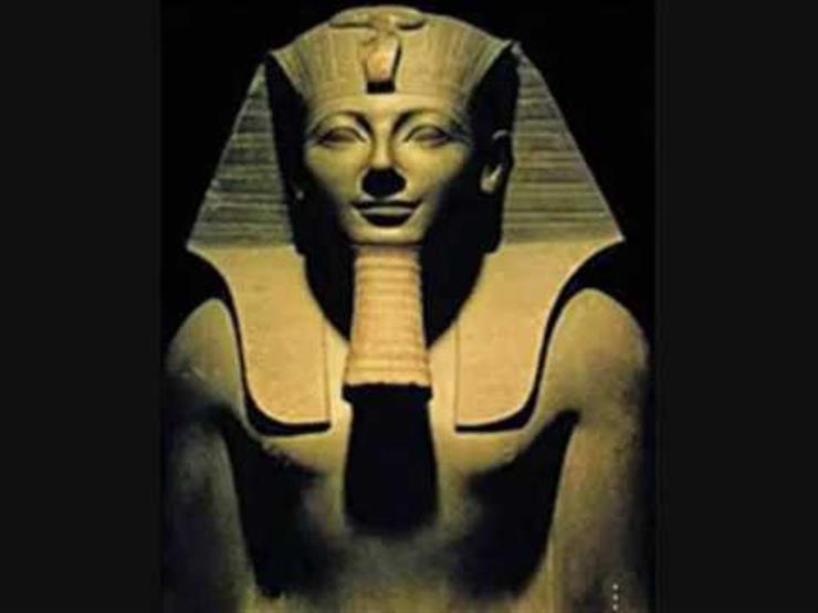 """دراسة أثرية: الملك """"أحمس"""" أهدى أمه أعلى وسام عسكري بعد انتصاره على الهكسوس"""