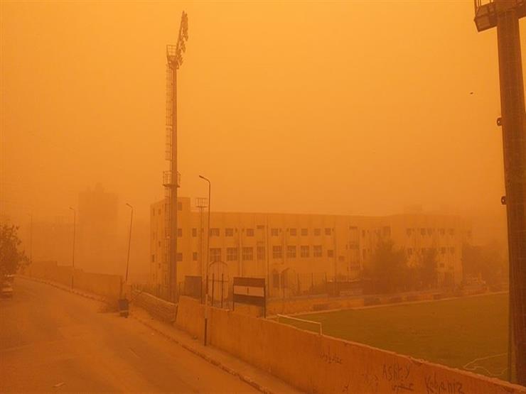 هل تصل القاهرة؟.. آخر تحركات عاصفة ترابية تضرب شمال الصعيد (صور)