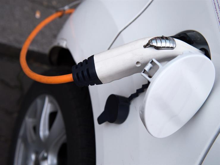 وزير الكهرباء يكشف موقف تعريفة شحن السيارات الكهربائية