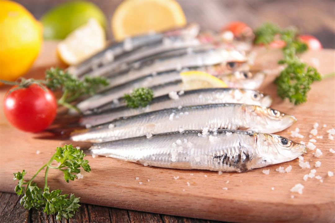 لماذا يوصي خبراء التغذية بتناول السردين دونًا عن باقي الأسماك الدهنية؟