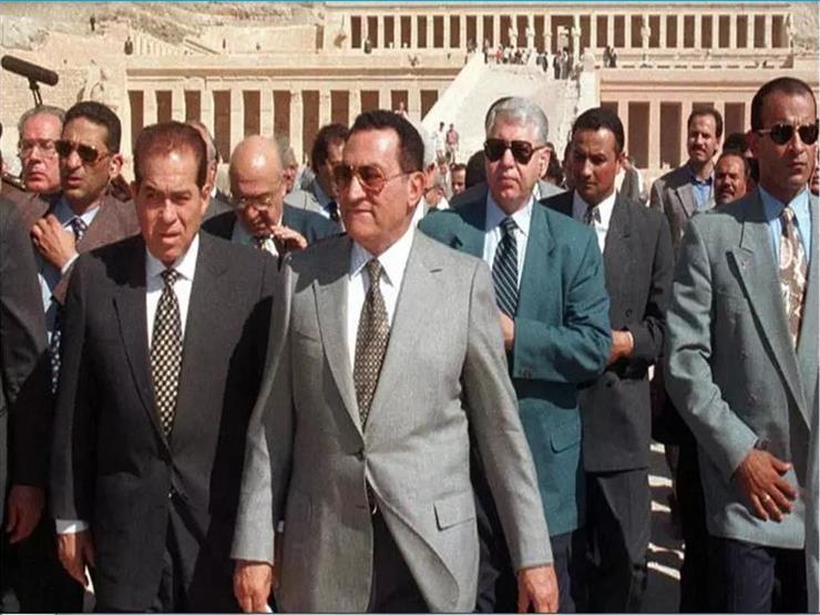 """حين قال مبارك للجنزوري: """"اهدأ يا كمال.. الموضوع مش مستاهل!"""""""