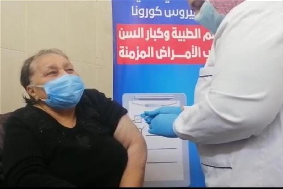 في أول أيام التطعيم.. مواطنة: لم أتردد في تلقي لقاح كورونا